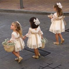 In addition to the bride and groom, the wedding day is the most eye-catching wedding flower girl. In general weddings, I will invite a few small flower girls, like cute little angels, symbolizing the pure Read more… Cute Flower Girl Dresses, Lace Flower Girls, Lace Flowers, Girls Dresses, Winter Flower Girl, Flower Girl Outfits, Crocheted Flowers, Flower Girl Tutu, Flower Girl Gifts