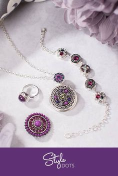 Passionate about purple? Red? Green? You bring your outfits and we match them with our interchangeable jewelry designed to fit any budget! Ask us about our personal shopping service in your area!