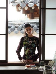 미술사학자 최순우 선생이 앉은 툇마루, 조각가 권진규 선생의 작업 흔적이 남은 아틀리에, 서양화가 고희동 선생이 직접 설계해 지은 목조 한옥, 문학가 이상이 살던 집. 그곳에서 그들이 올려다본 하늘을 올려다보고, 그들이 밟은 땅을 밟으며 근대의 서울을 만난다.