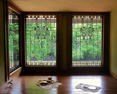 Meyer May Windows (1908)  450 Madison Avenue SE Grand Rapids, MI Architect: Frank Lloyd Wright