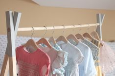 perchero madera nórdico Clothes Hanger, Valance Curtains, Diy, Home Decor, Wooden Coat Rack, Nordic Style, Furniture, Manualidades, Norte
