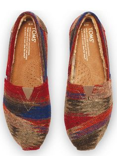 Mix up your daily pattern in these seasonal wool TOMS Friday Classics.
