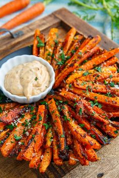 A recipe for Parmesan Roasted Carrot Fries : Sweet roasted carrot fries covered with crispy parmesan cheese! A recipe for Parmesan Roasted Carrot Fries : Sweet roasted carrot fries covered with crispy parmesan cheese! Veggie Dishes, Food Dishes, Veggie Recipes Sides, Carrot Dishes, Healthy Side Dishes, Tasty Vegetable Recipes, Party Food Platters, Thyme Recipes, Healthy Sides
