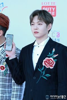 BTOB, who are known for their iconic red carpet photos, continue their legacy with derpy photos of a missing member. Btob Changsub, Im Hyunsik, Yook Sungjae, Lee Minhyuk, Dream Concert, Suwon, Ft Island, Cube Entertainment, Kpop Fashion