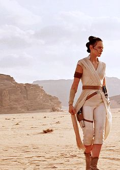 """""""I'm just an empty void waiting to be filled"""". Star Wars Pictures, Star Wars Images, Rey Star Wars, Star Wars Art, Star Wars Characters, Star Wars Episodes, Daisy Ridley Star Wars, Rey Cosplay, Star Wars Wallpaper"""