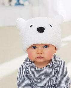 Free knitting pattern for Lil Polar Bear Hat - Bernat's easy baby hat is suitable for beginners. Crochet Baby Beanie, Crochet Kids Hats, Baby Hats Knitting, Knitting For Kids, Knitted Hats, Free Knitting, Beginner Knitting, Baby Patterns, Knitting Patterns