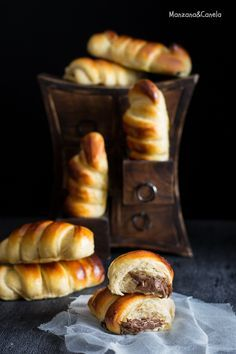 Recipe step by step Pan Dulce, Chocolate Brioche, Nutella Bread, Pan Relleno, Good Morning Breakfast, Croissant Recipe, Sweet Dough, Artisan Food, Donuts