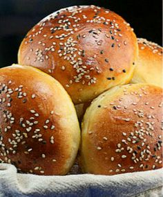 Light Brioche Burger Buns- The only hamburger bun recipe you'll ever need. Made these and they turned out great! Best Burger Buns, Best Homemade Burgers, Good Burger, Hamburger Bun Recipe, Hamburger Buns, Bagels, Bread Bun, Bread Head, Wrap Recipes