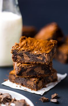Thick and FUDGY Espresso Chocolate Chunk Brownies! Bake these now ; Chocolate Chunk Brownies, Blondie Brownies, Brownie Bar, Brownie Heaven, Caramel Brownies, Flourless Chocolate, Chocolate Cake, Brownie Recipes, Chocolate Recipes