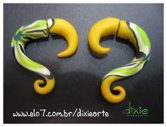 Falso Alargador Amarelo Estampado Feito em cerâmica plástica R$24,00