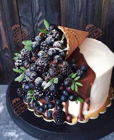 Fruit Birthday Cake, Pretty Birthday Cakes, Pretty Cakes, Cake Decorating Designs, Cake Decorating Techniques, Cake Designs, Decorating Hacks, Fun Baking Recipes, Cake Recipes