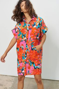colorful shirt dress in orange and pink large floral pattern, floral print on a shirt dress in bright orange and pink colors Colorful Fashion, Boho Fashion, Fashion Outfits, Womens Fashion, Fashion Design, Fashion Quiz, Tropical Fashion, Winter Fashion, Girl Outfits