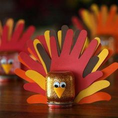 Thanksgiving turkeys for kiddie fun! You could use small Mason jars or recycled baby food jars! :)