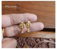 Gold Earrings For Kids, Gold Jewelry Simple, Gold Rings Jewelry, Kids Earrings, Jewelry Design Earrings, Gold Earrings Designs, Gold Mangalsutra Designs, Designer Earrings, Small Earrings