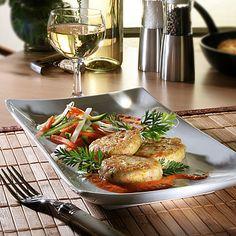 Fischfrikadellen auf Gemüse-Julienne mit Paprikasauce