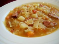Cabbage Soup With Kielbasa - This is an easy, delicious and comforting soup. An excellent full meal in a soup. You can use a can of sauerkraut, drained and well rinsed, in place of the cabbage if you wish. Kielbasa Soup, Kielbasa And Cabbage, Cabbage Soup, Soup Recipes, Cooking Recipes, Healthy Recipes, Chili Recipes, Yummy Recipes, Chicken