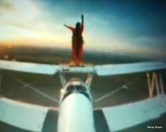 AVIÃO PAULISTINHA: Cuida bem do meu aviãozinho - Esse último filme da campanha mostra essa história real, em que uma criança solicita ao empregado da instituição para que tome conta do seu avião, que não o deixe tomar chuva e ainda questiona se o prego irá machucar o seu tão estimado brinquedo, já que a mãe comentou que ele irá para a penhora. Todo cuidadoso e atencioso, o atendente explica que ira cuidar do aviãozinho com carinho.