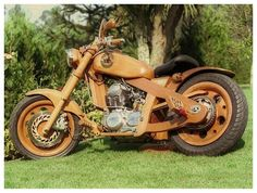 Awesome wooden motorcycle. More Woodworking Projects on www.woodworkerz.com