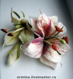 Felt flower brooch by Olgo Akhmerova Felt Flowers, Fabric Flowers, Paper Flowers, Nuno Felting, Needle Felting, Wool Art, Felt Decorations, Felting Tutorials, Felt Brooch