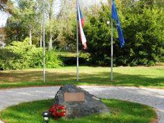 Pomník Obětemleteckého výcviku na obranu vlasti   Spolek pro vojenská pietní místa