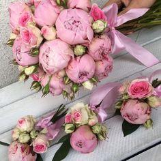 Bukiet ślubny z piwonii i róż, butonierka z piwonii i róż