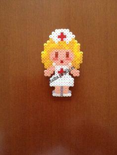 """Enfermera broche (2'50 €) (from <a href=""""http://hama.piojillo.es/picture.php?/430/category/1"""">Las cosas de Hama de Ana y Santi</a>)"""
