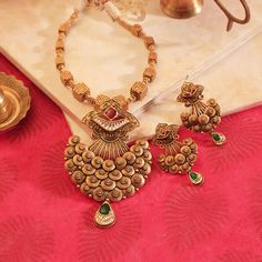 Gold Jewelry Simple, Gold Jewellery, India Jewelry, Latest Jewellery, Bridal Jewelry, Manubhai Jewellers, Gold Bangles Design, Antique Necklace, Antique Jewelry