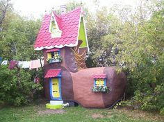 This may not be tiny but I had to post it!-Houses that are shaped like SHOES! | Offbeat Home
