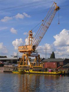 Hamburg/ Harburg: Mulch-Kran am Binnenhafen