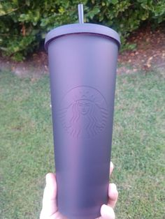 ***Hard to find*** Dark purple / maroon limited edition fall 2019 24 oz tumbler. Has a velvety smooth matte finish. Color shifts under different light. Starbucks Tumbler Cup, Iced Starbucks Drinks, Copo Starbucks, Custom Starbucks Cup, Starbucks Recipes, Starbucks Coffee, Iced Coffee Cup, Mermaid Cup, Starbucks Merchandise