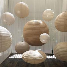 """Madeleine à Bicyclette on Instagram: """"Calme, lumière, légèreté, douceur. Moment suspendu parmi les créations de Isamu Noguchi @gallerywadesign"""" Isamu Noguchi, Old Paper, Moment, Creations, Table Lamp, Lighting, Instagram, Home Decor, Paper Lamps"""