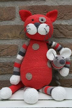 Cat and Mouse Crochet Amigurumi pattern, via Dot & HOOK, Chat Crochet, Crochet Amigurumi, Knit Or Crochet, Crochet For Kids, Amigurumi Doll, Amigurumi Patterns, Crochet Crafts, Crochet Dolls, Crochet Baby