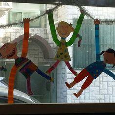 철봉에서 놀아요^^ ㅎㅎ  ᆞ  ᆞ  사진이 어둡게 찍혔네~~ㅜㅜ    #아동미술#초등미술 #theham_art #미술학원 #숲속그림 #jeju    #미술교습소