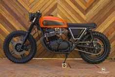 CB750 CafeTracker by Ricardo Meade of Catrina Motorcycles, Mexico.