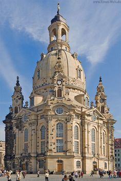 Église Notre-Dame de Dresde,  Frauenkirche nord-est de l'Allemagne Elle a été détruit pendant la Seconde Guerre mondiale et reconstruit après la réunification de l'Allemagne,  en 2004  nord-est de l'Allemagne.