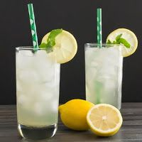 Whole Food Recipes and Nutrition Juice Drinks, Bar Drinks, Healthy Drinks, Beverages, Healthy Meals, Refreshing Drinks, Summer Drinks, Emulsion Blender, Green Tea Lemonade