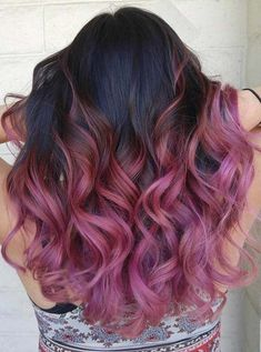 Cabelo legal, hair color highlights, hair color tips, cool hair color Black Cherry Hair, Cabelo Ombre Hair, Ombre Hair Brunette, Beach Wave Hair, Beach Waves, Colored Hair Tips, Pretty Hairstyles, Wavy Hairstyles, Beach Hairstyles