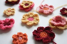 Cherry Heart Boutique: Mix and Match Flowers - Works up beautifully.  Free pattern available for download but not for posting on other web sites.