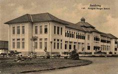 BANDUNG HERITAGE. Hoogere Burger School (HBS) Bandung sekitar tahun 1920 (Gedung ini berada di Jalan Belitung, SMU 3 & SMU 5 sekarang)