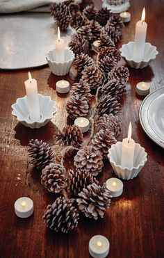 Pine cones make a budget friendly, but insanely adorable table decorations! Perfect for weddings, parties and other special occasions. Christmas Past, Cozy Christmas, Christmas Holidays, Christmas Table Settings, Christmas Tablescapes, Table Origami, Rustic Garden Wedding, Xmas Dinner, Xmas Decorations