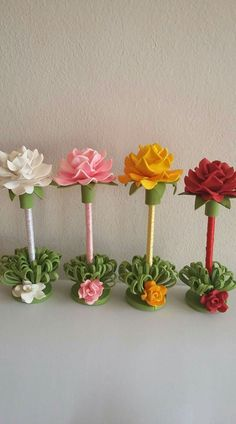 Discover thousands of images about Flores Kids Crafts, Foam Crafts, Diy And Crafts, Nylon Flowers, Paper Flowers, Pen Toppers, Diy Y Manualidades, Green Craft, Ribbon Sculpture