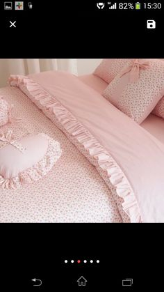 Sabanas Shabby Chic Porch, Shabby Chic Fabric, Shabby Chic Bedrooms, Fabric Pom Poms, Bed Cover Design, Designer Bed Sheets, Ruffle Duvet, How To Dress A Bed, Woman Bedroom