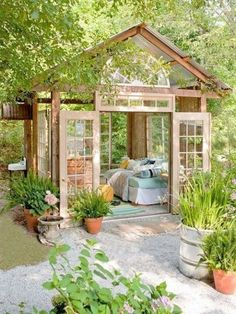 30 Wonderfully Inspiring She Shed Ideas For Your Backyard Getaway Backyard Studio, Backyard Gazebo, Backyard Sheds, Backyard Landscaping, Landscaping Design, Backyard Retreat, Romantic Backyard, Backyard Storage, Pergola Garden