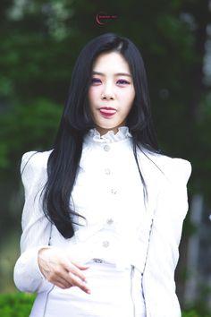 Jiu Kim Min Ji, Jiu Dreamcatcher, Girl Bands, Our Girl, Ulzzang Girl, Kpop Girls, Hair Ideas, Black Hair, Dream Catcher