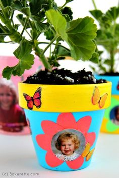 Looking for a fun family craft? Make these cute flower pots crafted with pictures and other creative embellishments. Bakerette.com
