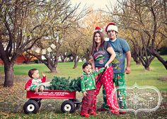I did a quick swap for Christmas Card Family pictures with a friends and our children in my favorite orchard. I took the pictures of her . Fun Christmas Photos, Christmas Portraits, Christmas Mini Sessions, Family Christmas Cards, Christmas Minis, Christmas Baby, Holiday Photos, Christmas Holidays, First Birthday Photos