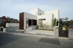 Modern Home in Japan Shades Of White, Residential Architecture, House Rooms, Custom Homes, House Plans, Floor Plans, Exterior, Mansions, House Styles