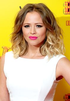 Kimberley Walsh looks summery with her loosely curled locks