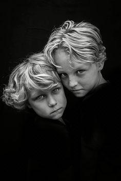 Portrait Photography Children Source by hannekevanopdor Portrait Photography Men, Children Photography, Family Photography, Yoga Fitness, Kids Studio, Foto Poster, Outdoor Photography, Studio Portraits, Female Portrait