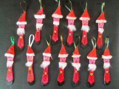 adorno navideño en palito de helado Christmas ornament in ice cream stick Christmas Decorations, Christmas Ornaments, Holiday Decor, Holiday Tree, Merry Christmas, Projects, Children, Videos, Home Decor